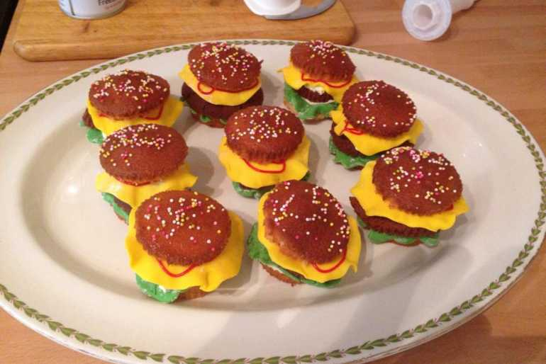 My friends burger cupckaes image