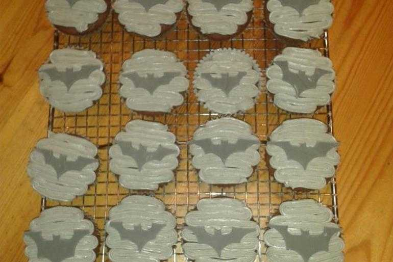 To the bat cake! image