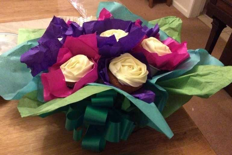 Cupcake bouquet image
