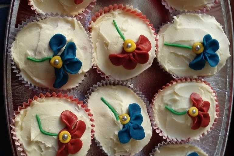 Flower cakes image
