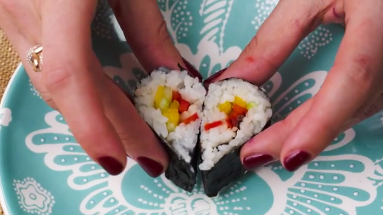 How to make heart-shaped sushi