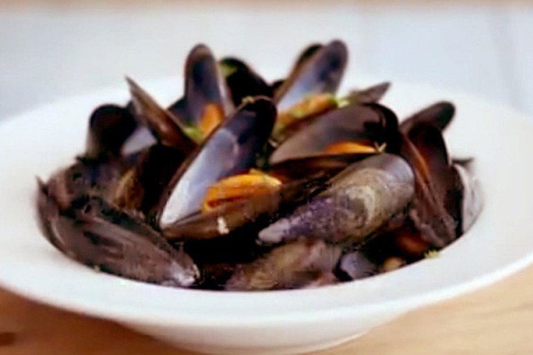 How to prepare and cook mussels