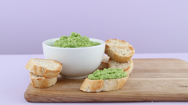 Fresh pea and almond dip